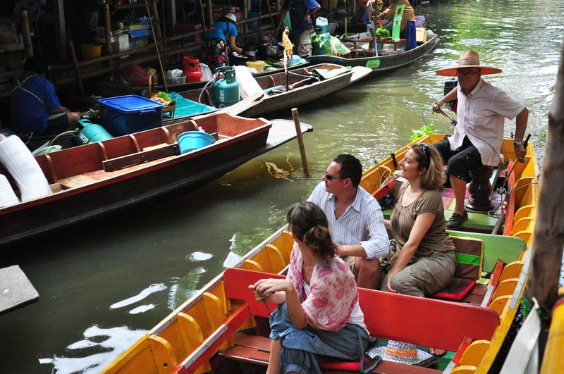 khlong-lad-mayom-floating-market.jpg